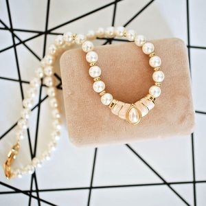 Vintage faux pearl necklace!